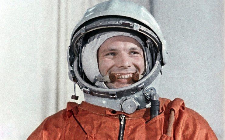 Какую премию дали Юрию Гагарину за полет в космос?