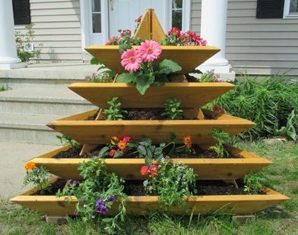Деревянные клумбы для цветов своими руками фото