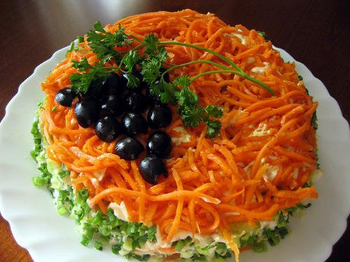 Салат с копченой курицей и корейской морковкой «Изабелла»