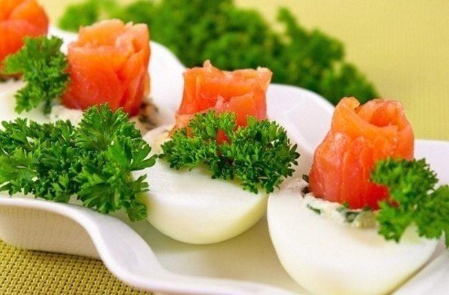 7 вариантов праздничных закусок на скорую руку