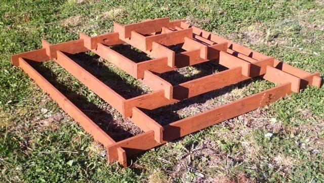 Красиво и удобно: разборная клумба-пирамида