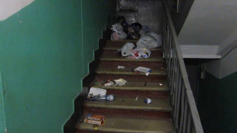 Если соседи мусор в больших колличествах заставляют всю мусорку