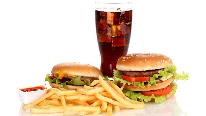 Каждый пятый человек умирает из-за вредной еды