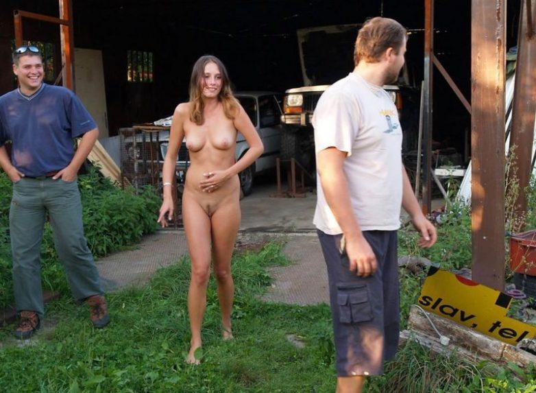 golie-na-publike-porno-video