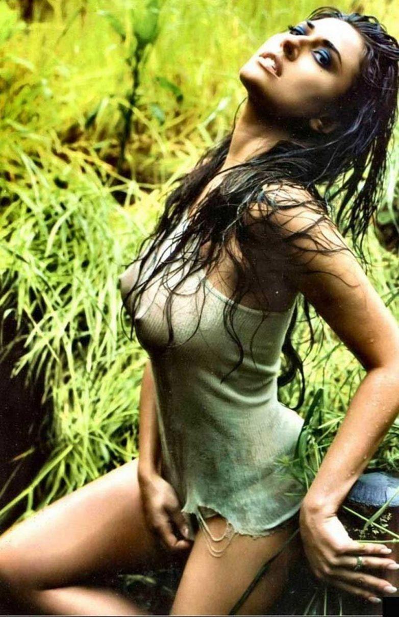 сексуальные девушки в мокрой одежде