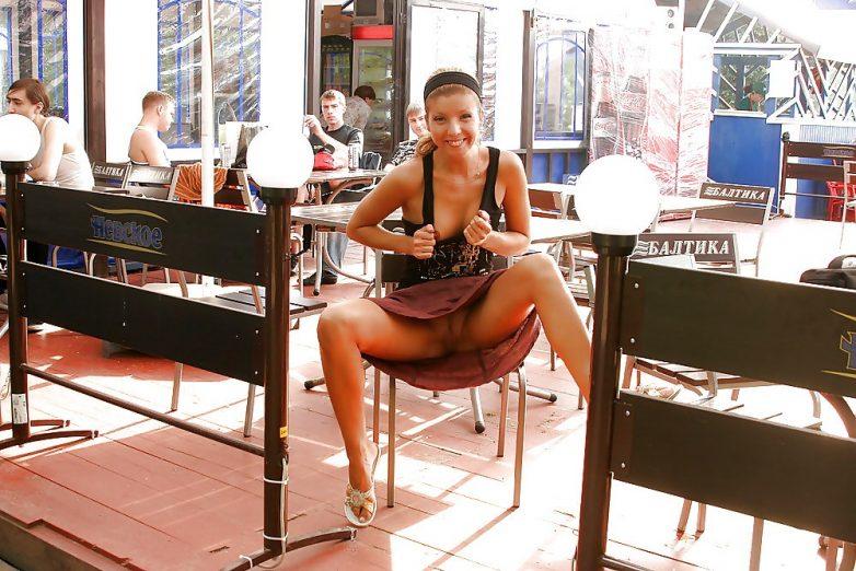 Любительское фото ню в кафе