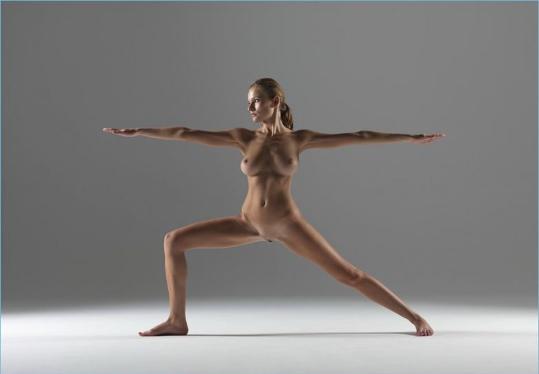 фото голых девушек йог
