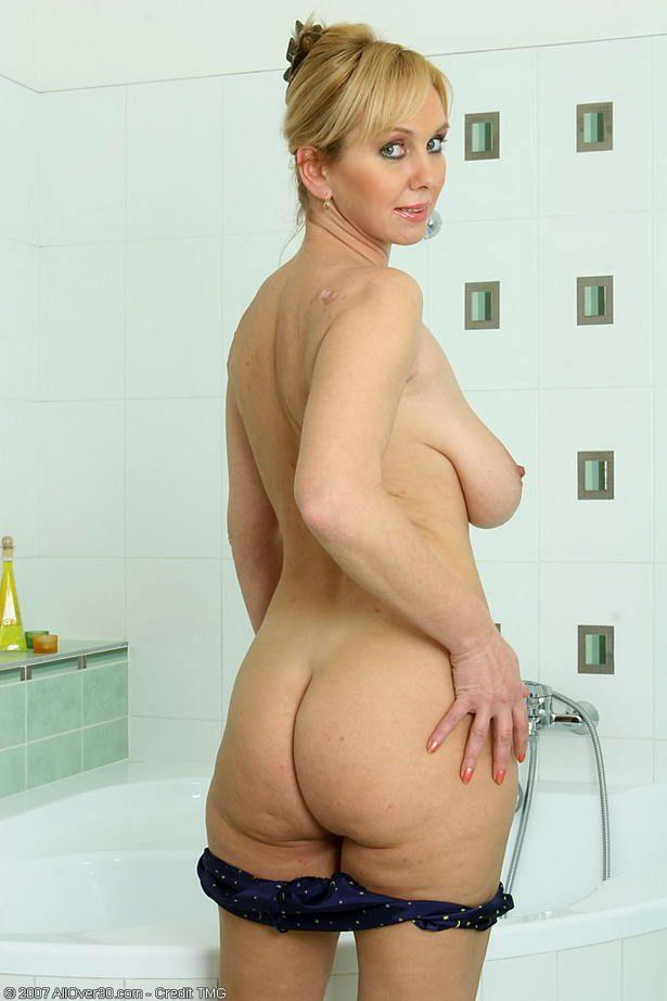 Женщени голые зрелые