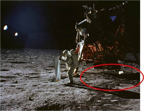 Fake Apollo Moon Landing Photo Claims to Show Proof the