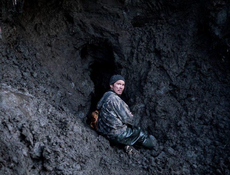 История о сибирских охотникоах на мамонтовые бивни. Как они богатеют, спиваются и умирают.