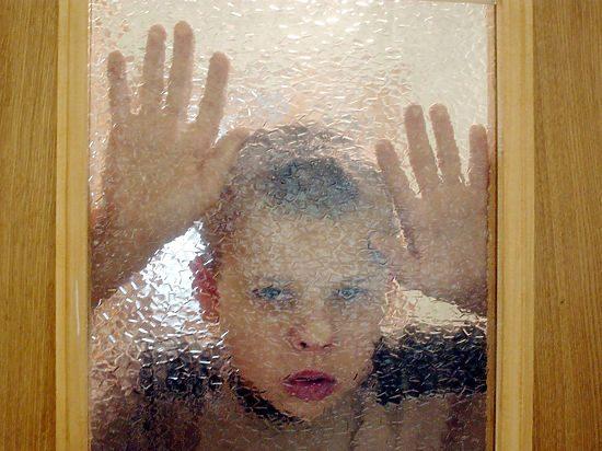 Почему органы опеки могут забрать ребенка из благополучной семьи