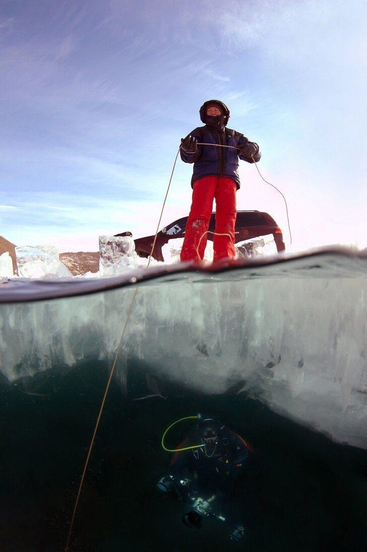Байкал предо мною один подо льдом!