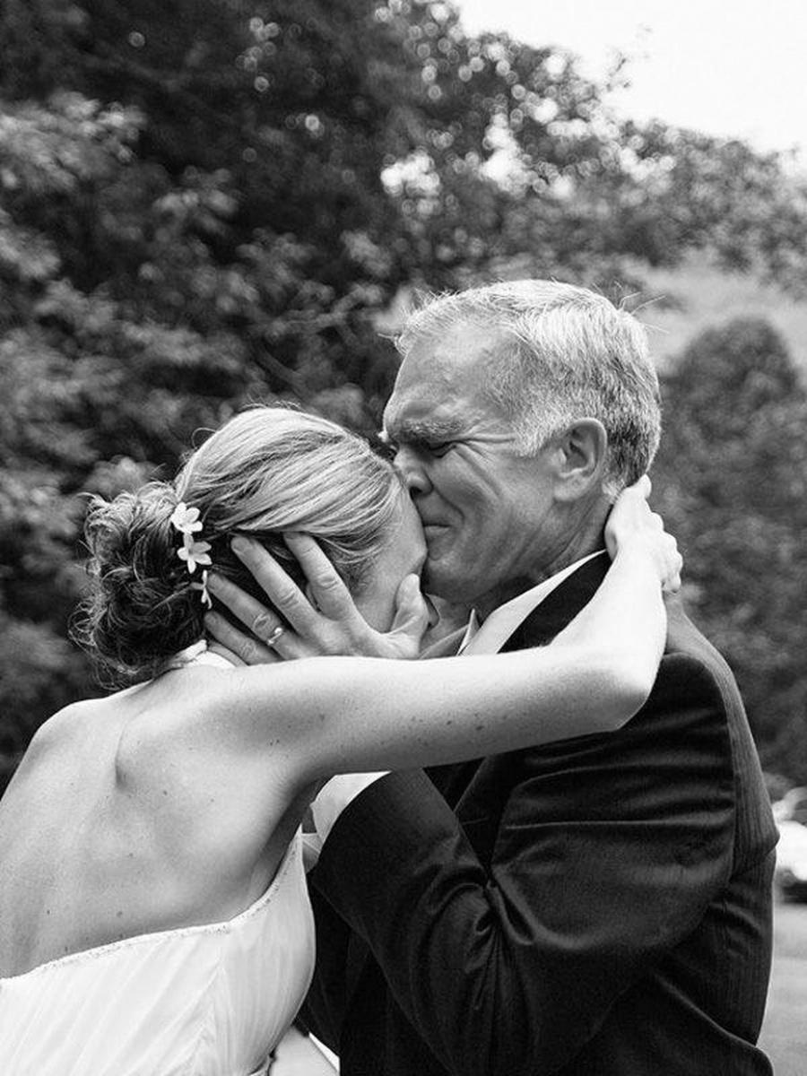 Предложил свою дочь друзьям 25 фотография