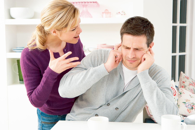 Причины грубого общения с девушками молодых парней