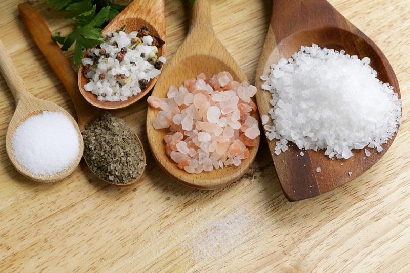 Применение соли для красоты кожи лица