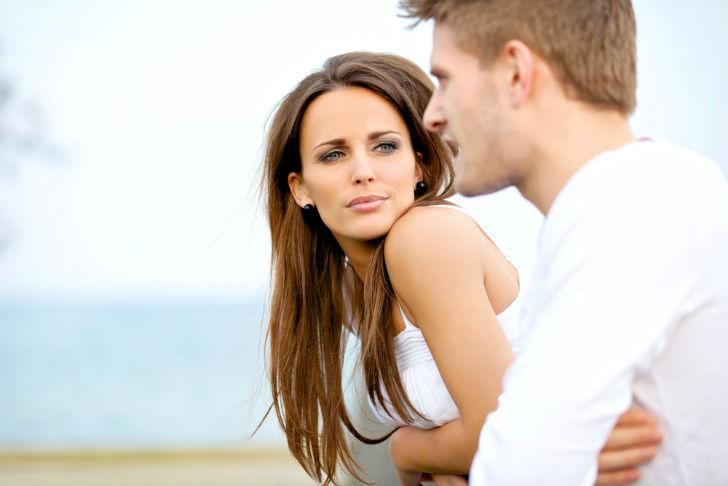 На что женщина обращает внимание при знакомстве с мужчиной