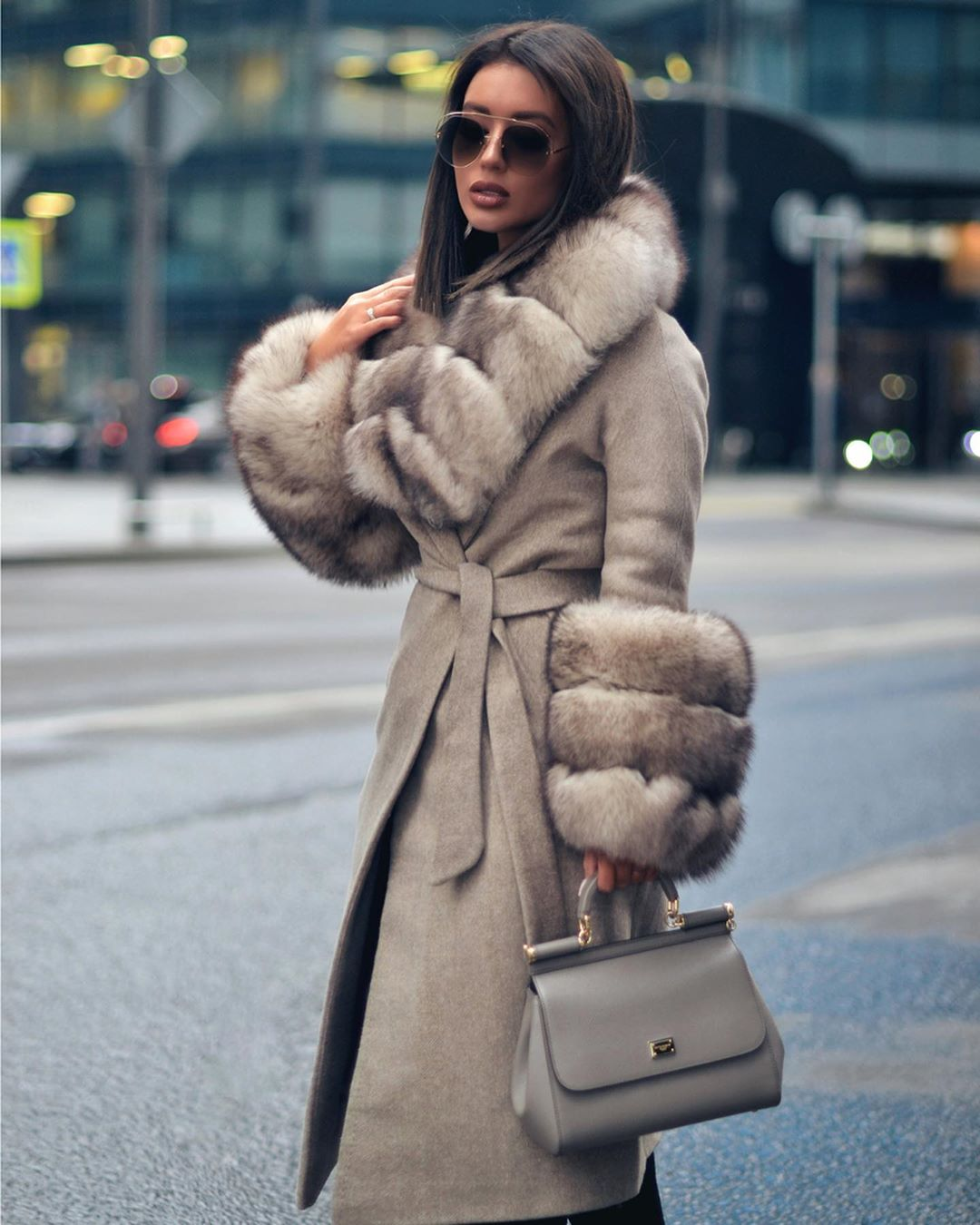 Как и с чем носить зимнее пальто с мехом