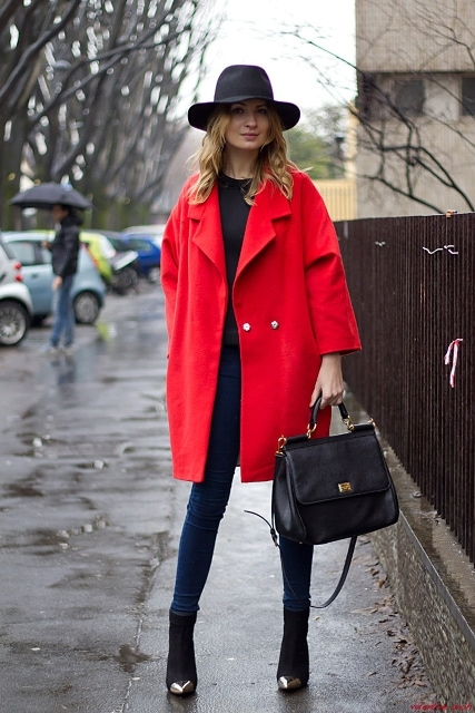 Яркие образы с красным пальто