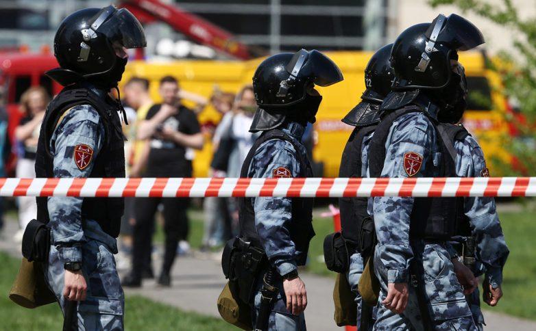 Путин поручил ужесточить правила владения оружием после стрельбы в Казанской школе