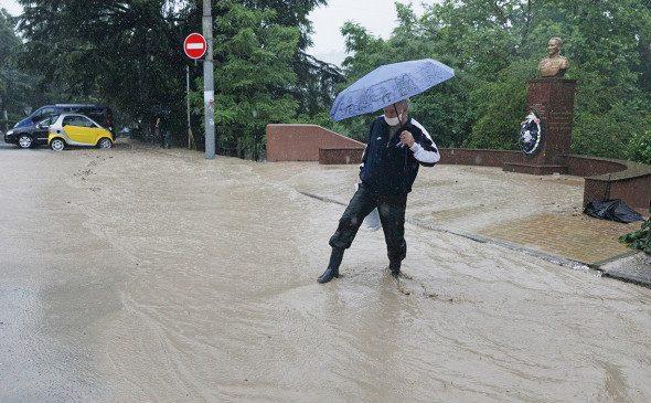 В Ялте объявили эвакуацию и режим ЧС из-за наводнения