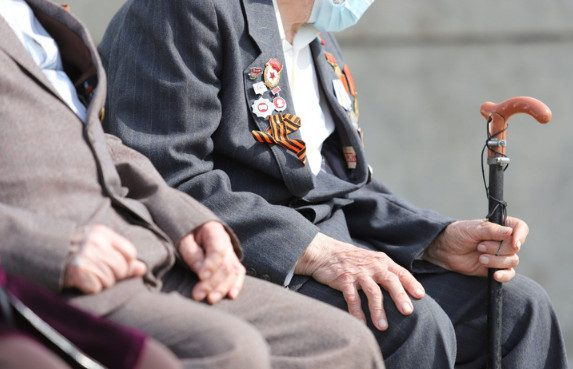 «Платить будут только госслужащим»: экономист из команды Гайдара предрек отмену пенсий для большинства россиян
