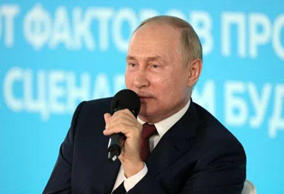 Директор отчитала школьника, поправившего Путина