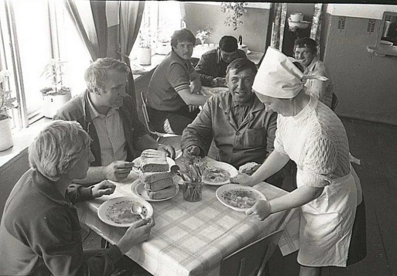 7 советских привычек, которые иностранцы раньше высмеивали, а теперь сами их используют