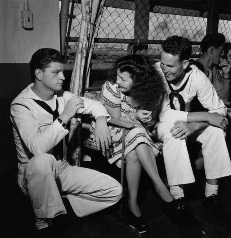 Ефремов и Козаков - первые советские граждане в портовых кабаках Неаполя. И вот, что из этого вышло...