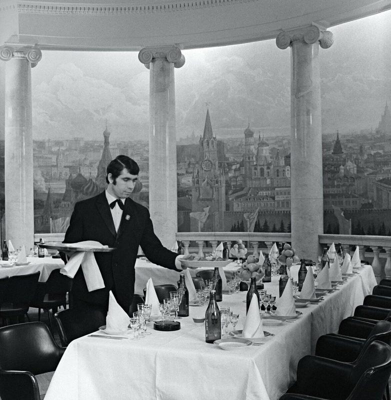 Какими были советские рестораны, и что там заказывали простые граждане
