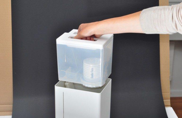 Увлажнитель воздуха из пластикового контейнера и кулера