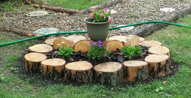 Интересное применение брёвен в саду