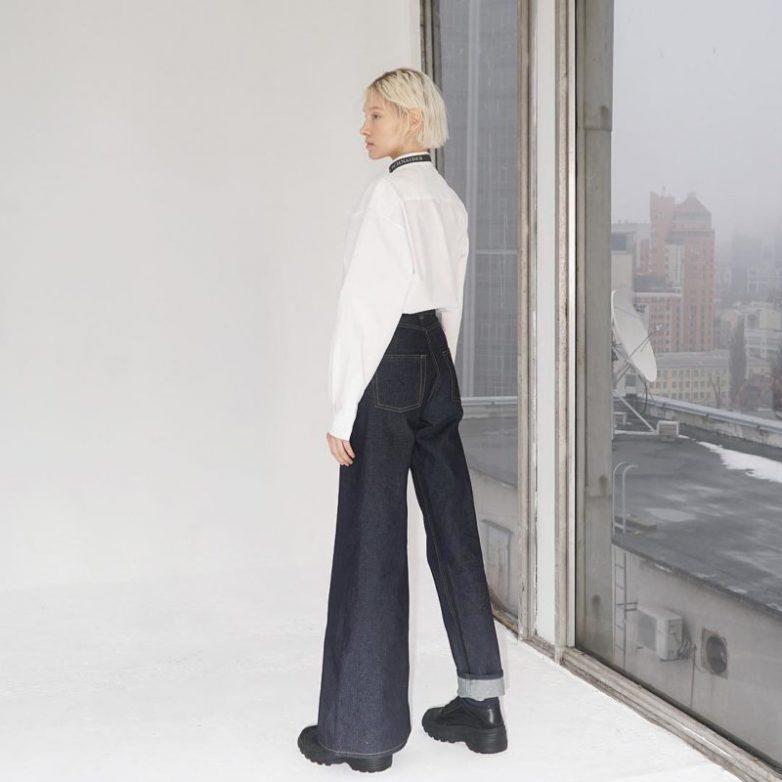 Оригинальные асимметричные джинсовые брюки