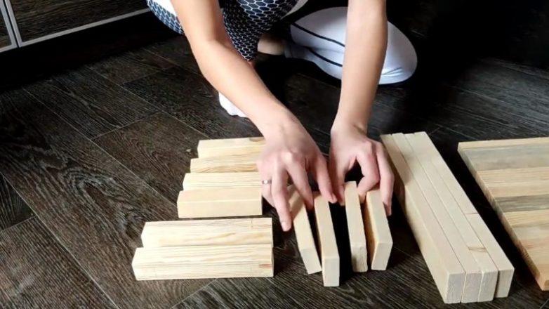 Практичная идея для кухни из брусков и досок