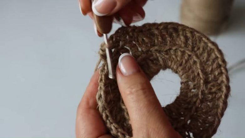 Прекрасная вещь из джута, которая подарит домашний уют и тепло