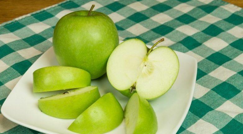 Свиная печень с яблоками в банке