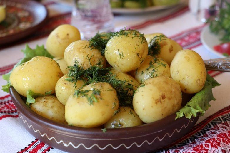 Как сварить вкусную картошку в мундире?