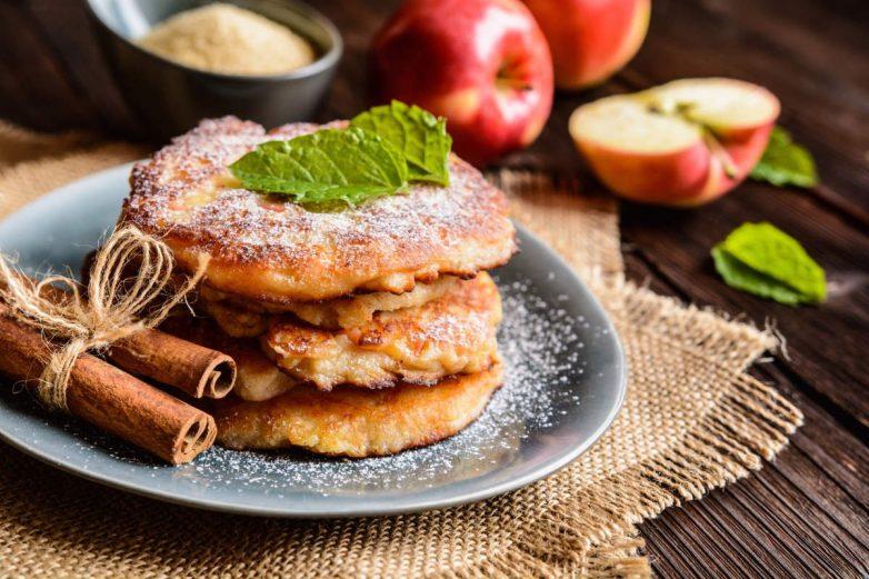 Яблочные оладьи на кефире