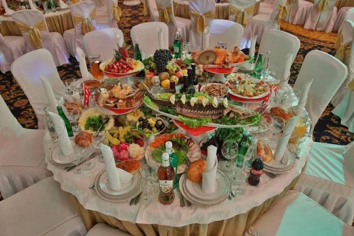 Шикарно сервированные столы