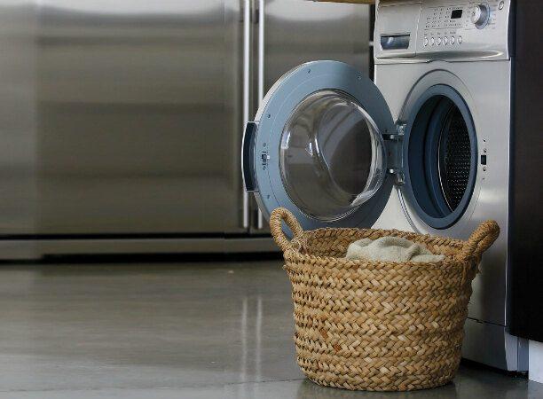 Как правильно стирать пуховики и угги
