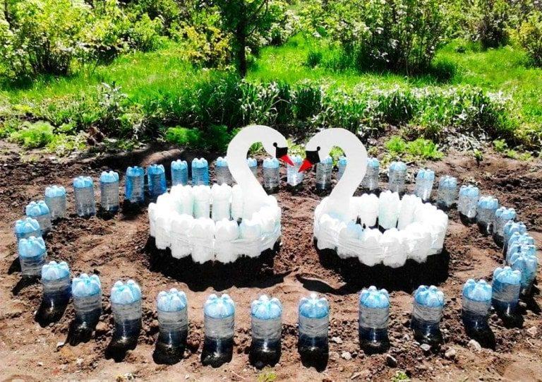 Очаровательный декор из простых пластиковых бутылок