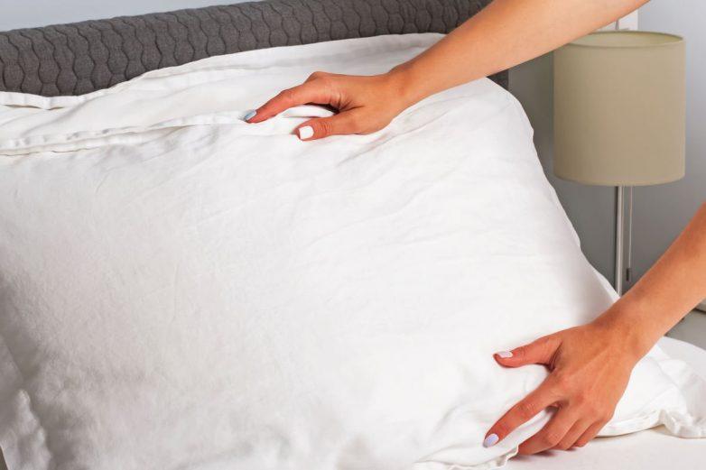 Как правильно стирать перьевые подушки