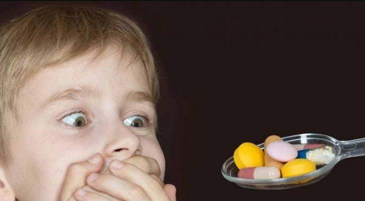 Отец придумал гениальный способ заставить ребенка принимать таблетки