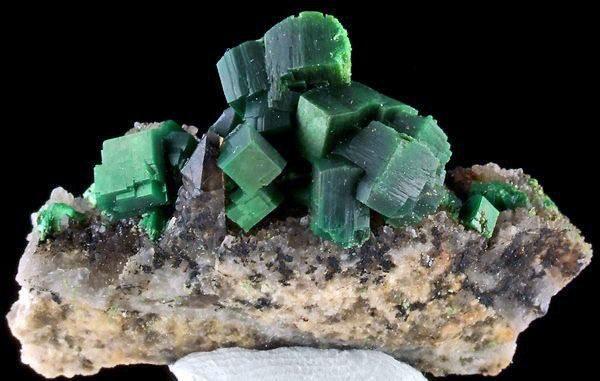 10 опасных минералов-убийц