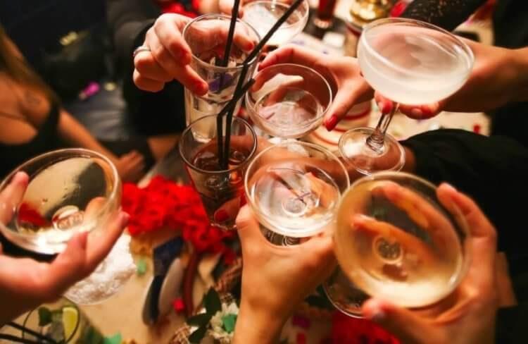 Почему алкоголь повышает риск заражения коронавирусом