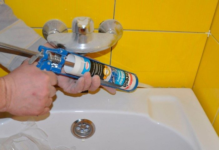 Почему канализация в ванной неприятно пахнет и что с этим делать
