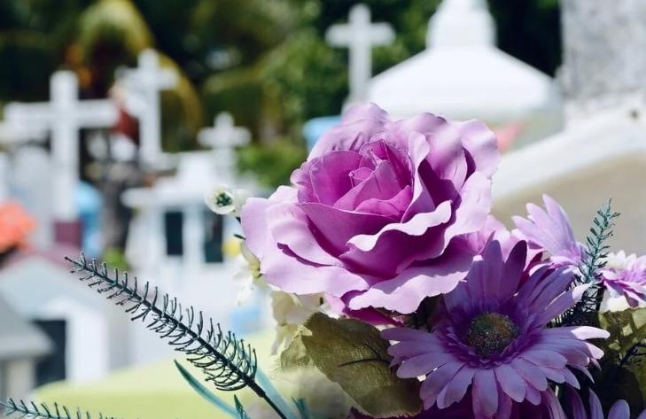 Почему уходя с кладбища нельзя оборачиваться?
