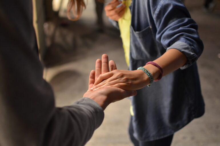 Как полюбить ближнего на деле, а не на словах
