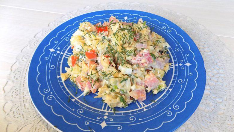 Салат с ветчиной, сыром и картофелем