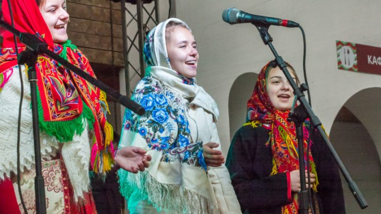 В Роспотребнадзоре советуют петь народные песни после COVID-19