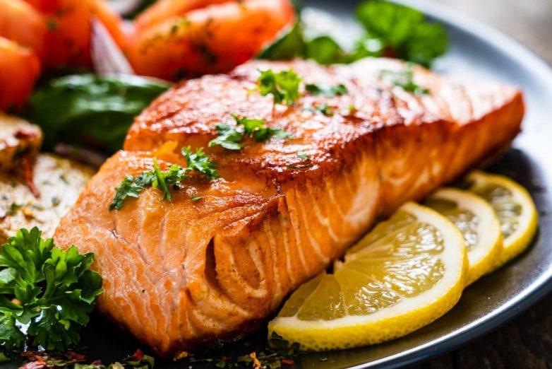 Диетологи назвали самую полезную для человека рыбу